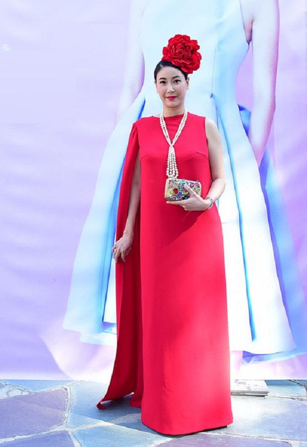 Cách ăn mặc giống như thân thế của Hoa hậu Hà Kiều Anh vậy, chưa ngã ngũ! - Ảnh 11.