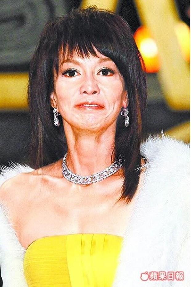 Khinh miệt Châu Tinh Trì, bị bạn trai ăn bám suốt 16 năm, Quốc bảo nhan sắc Hong Kong sống ra sao ở tuổi 64? - Ảnh 7.