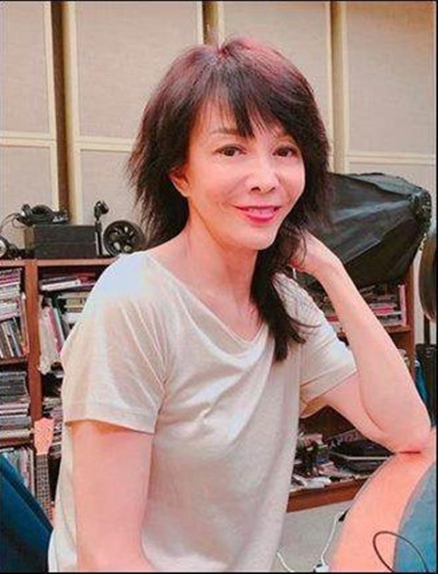Khinh miệt Châu Tinh Trì, bị bạn trai ăn bám suốt 16 năm, Quốc bảo nhan sắc Hong Kong sống ra sao ở tuổi 64? - Ảnh 6.