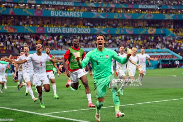 Ảnh: Cầu thủ Thuỵ Sĩ sung sướng vỡ oà sau khi loại đương kim vô địch thế giới Pháp khỏi Euro 2020 - Ảnh 3.