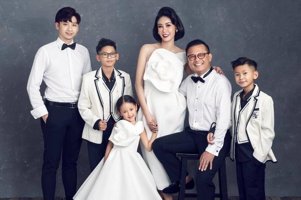 Giữa ồn ào công chúa triều Nguyễn, bộ ảnh gia đình nhà Hà Kiều Anh gây sốt: Ai cũng sang trọng, đầy khí chất danh gia vọng tộc - Ảnh 5.