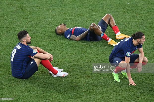 Ảnh: Cầu thủ Thuỵ Sĩ sung sướng vỡ oà sau khi loại đương kim vô địch thế giới Pháp khỏi Euro 2020 - Ảnh 10.