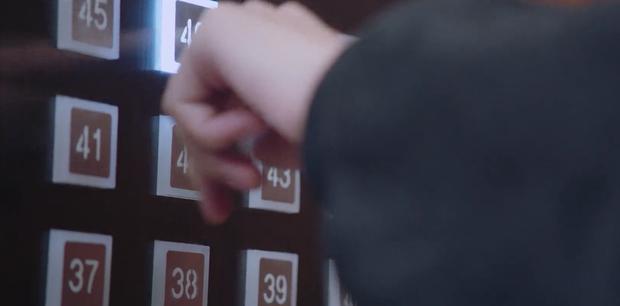 Cả rổ sạn đầy ụ ở phim eSports của Hứa Khải: Trình Tiêu mét bảy với không tới nút thang máy, đọc số 2 chính thức cạn lời - Ảnh 5.