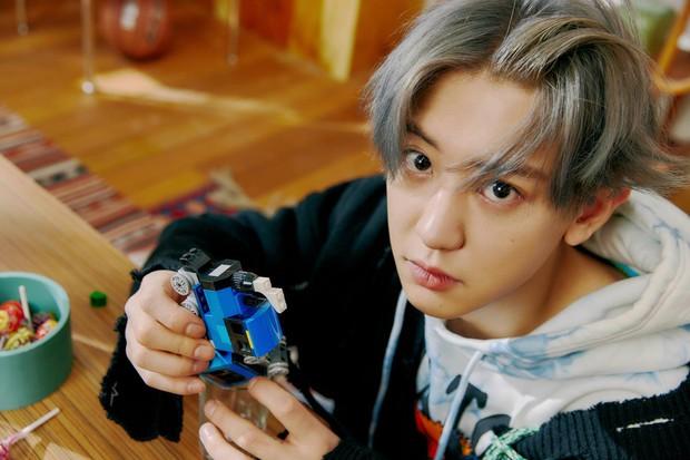 EXO tung ảnh comeback tự chụp cho nhau: Visual lão hóa ngược, tưởng ngầu mà hóa ra cute xỉu - Ảnh 6.