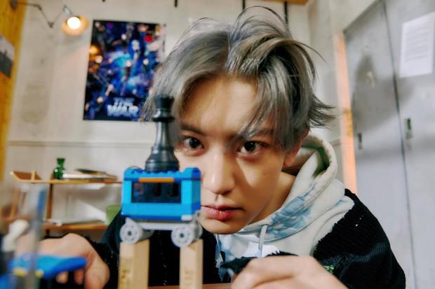 EXO tung ảnh comeback tự chụp cho nhau: Visual lão hóa ngược, tưởng ngầu mà hóa ra cute xỉu - Ảnh 5.