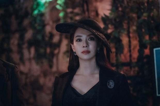 Mợ Ngố Song Ji Hyo quyến rũ hết nấc trong phim mới, sang chảnh khác hẳn lúc quay Running Man - Ảnh 1.
