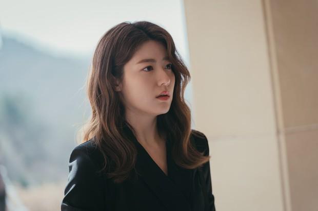 Mợ Ngố Song Ji Hyo quyến rũ hết nấc trong phim mới, sang chảnh khác hẳn lúc quay Running Man - Ảnh 3.