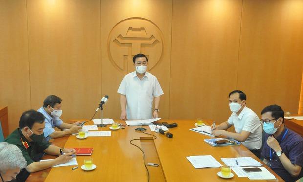 Hà Nội: 2 nhân viên y tế Bệnh viện Thanh Nhàn mắc Covid-19 khi điều trị bệnh nhân dương tính - Ảnh 1.