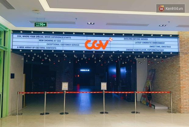 Trung tâm thương mại ở Hà Nội vắng chưa từng thấy giữa đợt Covid-19 thứ 4: Người dân đến chỉ để đi siêu thị? - Ảnh 13.