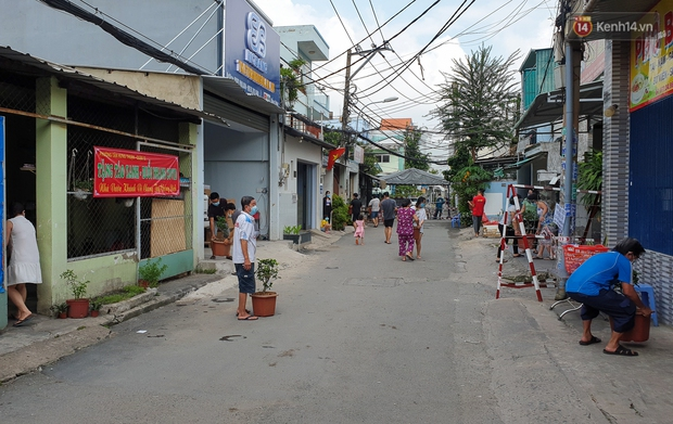 Góc cưng xỉu: Người dân Sài Gòn trong khu cách ly thi trồng cây táo, chờ táo nở hoa - Ảnh 8.