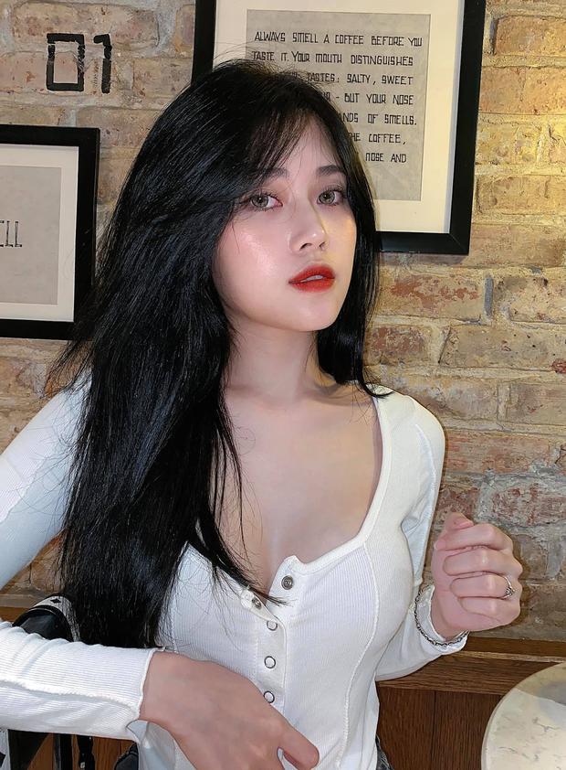 Chân dung những nữ streamer Gen Z hot nhất làng game Việt: Tài năng thôi chưa đủ, nhan sắc lẫn body cũng chặt đẹp thế hệ trước! - Ảnh 1.