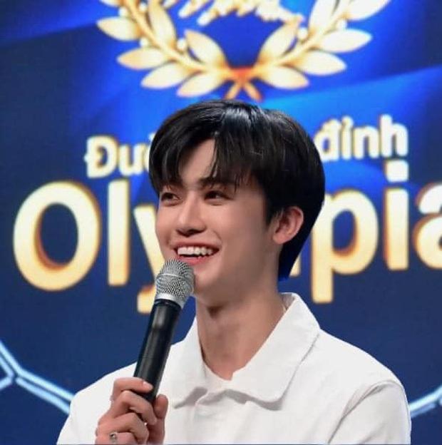 Minh Kon Tum: Hành trình từ cậu bé búng ra sữa đến hot boy Đường Lên Đỉnh Olympia - Ảnh 1.