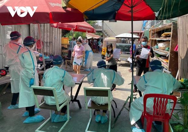 Hơn 700 ca Covid-19 mới trong 24 giờ, Phnom Penh tăng cường các biện pháp phòng dịch - Ảnh 1.