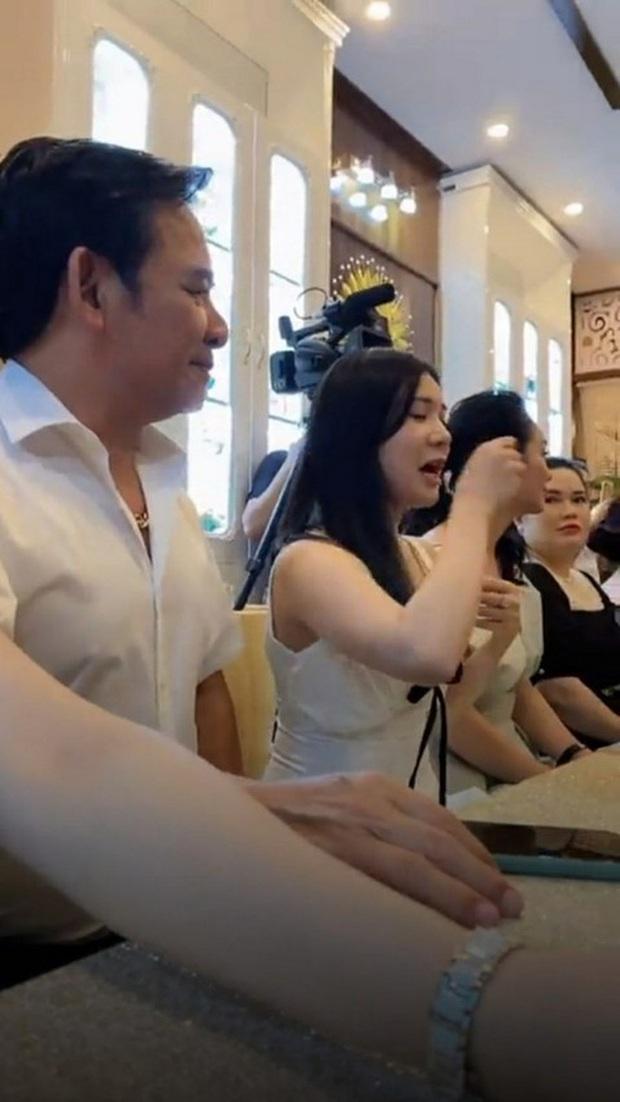 Nghệ sĩ Quang Tèo nói gì khi tham gia khai trương thẩm mỹ viện giữa dịch Covid-19? - Ảnh 2.