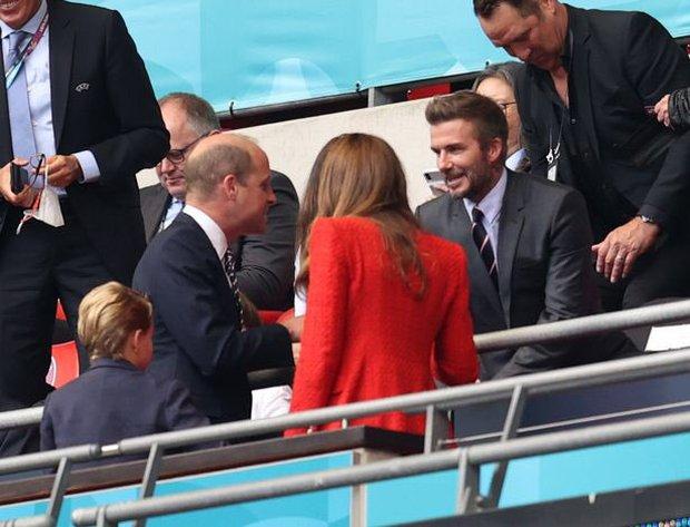 """""""Nội dung"""" hot nhất trận Anh - Đức đêm qua David Beckham: Có bản HD căng đét mời chị em vào """"húp trọn"""" cực phẩm! - Ảnh 8."""