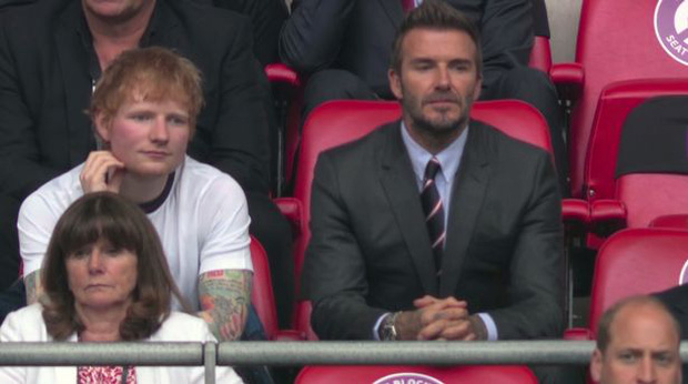 Buồn của Ed Sheeran: Đã bị dìm nhan sắc khi ngồi cạnh David Beckham còn bị cà khịa flop quá nên mới rảnh đi xem đá bóng - Ảnh 1.
