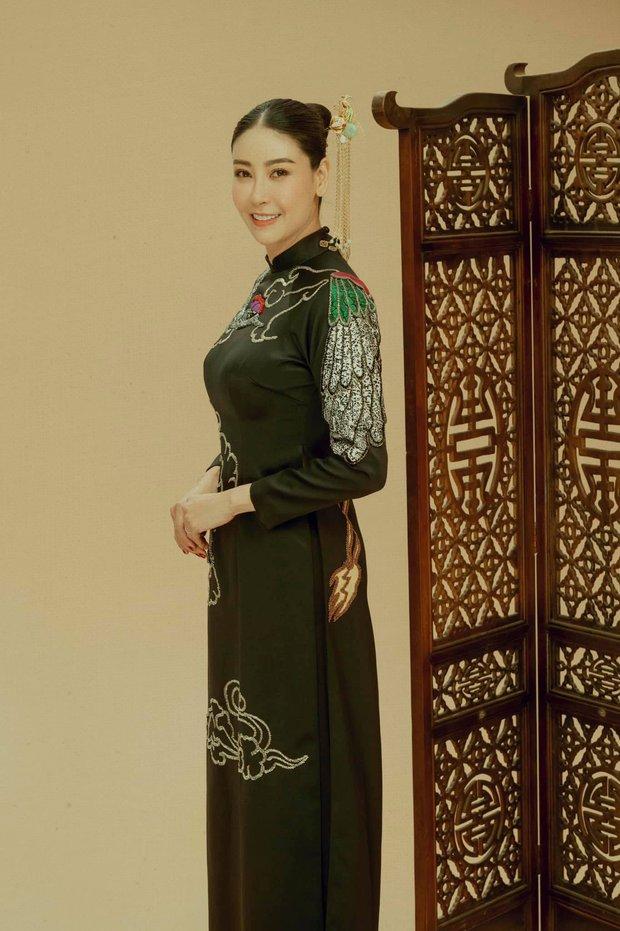 Giữa ồn ào công chúa triều Nguyễn, bộ ảnh gia đình nhà Hà Kiều Anh gây sốt: Ai cũng sang trọng, đầy khí chất danh gia vọng tộc - Ảnh 7.