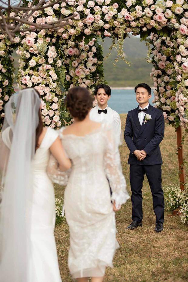 Trọn vẹn bộ ảnh cưới đẹp như phim của Thu Hoài và ông xã kém 10 tuổi, xúc động khung cảnh các con bên bố dượng! - Ảnh 10.
