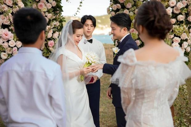 Trọn vẹn bộ ảnh cưới đẹp như phim của Thu Hoài và ông xã kém 10 tuổi, xúc động khung cảnh các con bên bố dượng! - Ảnh 12.