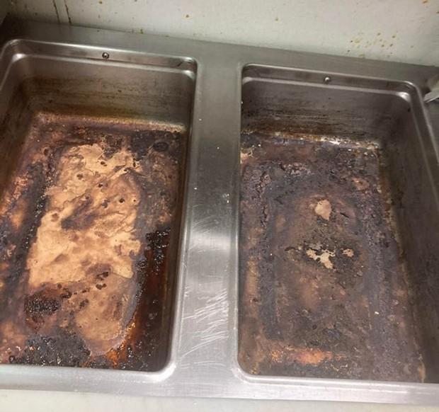 Những cảnh tượng quen thuộc trong bếp của các nhà hàng có thể sẽ khiến thực khách phải sửng sốt, nghề nấu nướng quả là vất vả! - Ảnh 11.