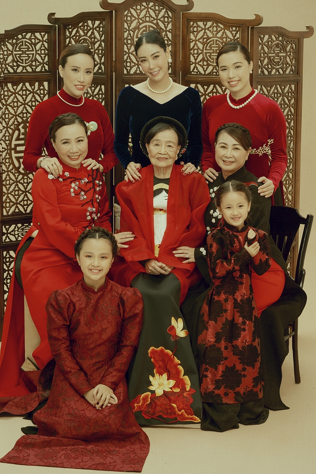 Giữa ồn ào công chúa triều Nguyễn, bộ ảnh gia đình nhà Hà Kiều Anh gây sốt: Ai cũng sang trọng, đầy khí chất danh gia vọng tộc - Ảnh 3.