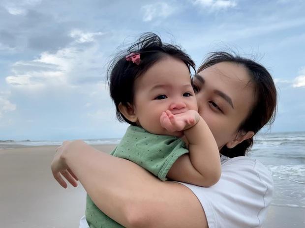 Cường Đô La tung bức ảnh cả nhà đi nghỉ dưỡng, ai dè để lộ cận nhan sắc 0% son phấn của mẹ bỉm Đàm Thu Trang - Ảnh 3.