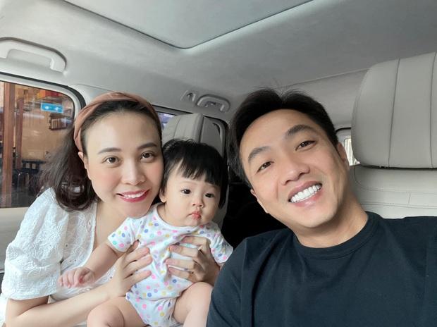 Cường Đô La tung bức ảnh cả nhà đi nghỉ dưỡng, ai dè để lộ cận nhan sắc 0% son phấn của mẹ bỉm Đàm Thu Trang - Ảnh 6.