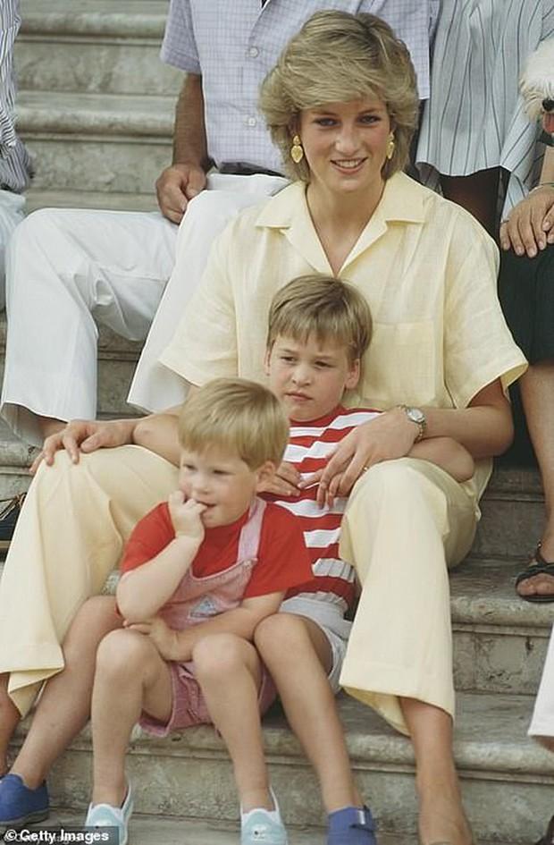 Anh em Hoàng tử Anh lạnh nhạt ngay trước buổi lễ quan trọng tưởng nhớ Công nương Diana - Ảnh 2.