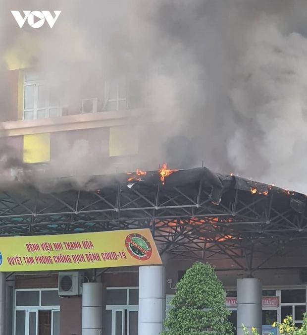 Kịp thời dập tắt đám cháy tại Bệnh viện Nhi Thanh Hóa - Ảnh 1.