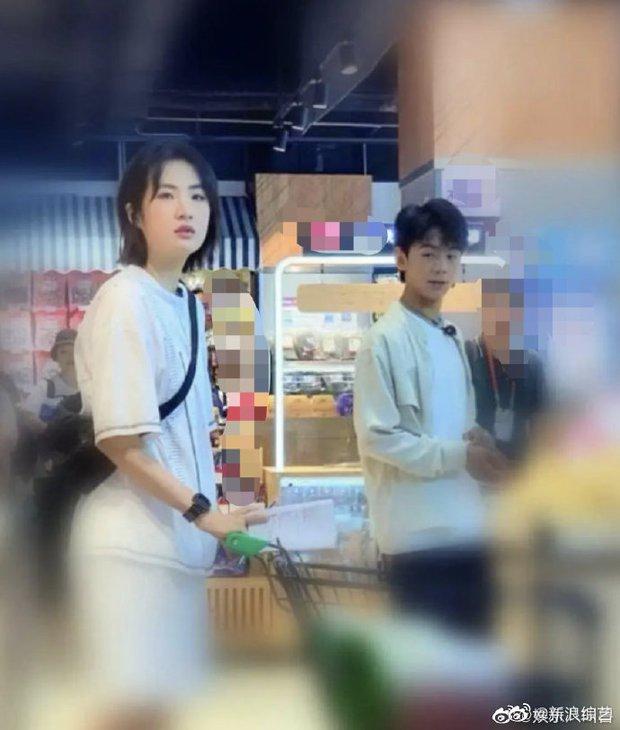 Công chúa Huawei khiến cả Weibo vỡ mộng vì lộ ảnh nhan sắc cùng vóc dáng thật, hoá ra chẳng ảo như tưởng tượng - Ảnh 2.