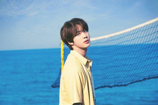 Biển xanh cát trắng hoà nhịp ái ân cùng teaser mới của BTS, Jungkook tóc tím mlem vẫn là tâm điểm chú ý - Ảnh 5.