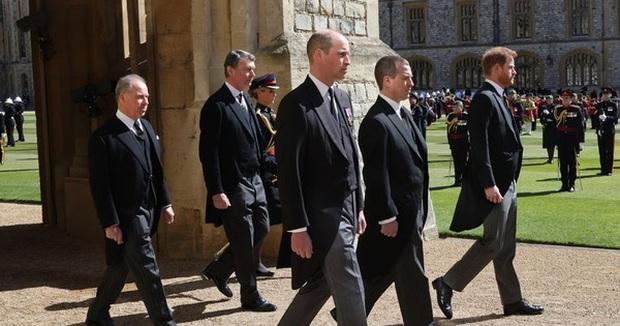 Anh em Hoàng tử Anh lạnh nhạt ngay trước buổi lễ quan trọng tưởng nhớ Công nương Diana - Ảnh 1.