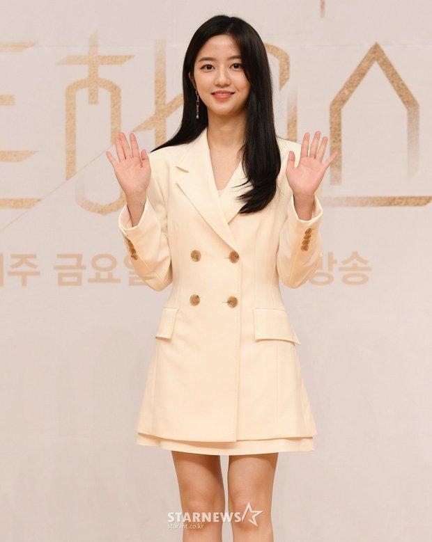 Dàn sao Penthouse 3 đổ bộ họp báo ra mắt phim: Lee Ji Ah xinh như mộng, đôi gà bông dính nhau sát rạt - Ảnh 7.