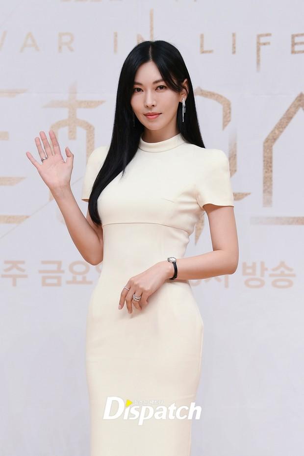 Dàn sao Penthouse 3 đổ bộ họp báo ra mắt phim: Lee Ji Ah xinh như mộng, đôi gà bông dính nhau sát rạt - Ảnh 3.
