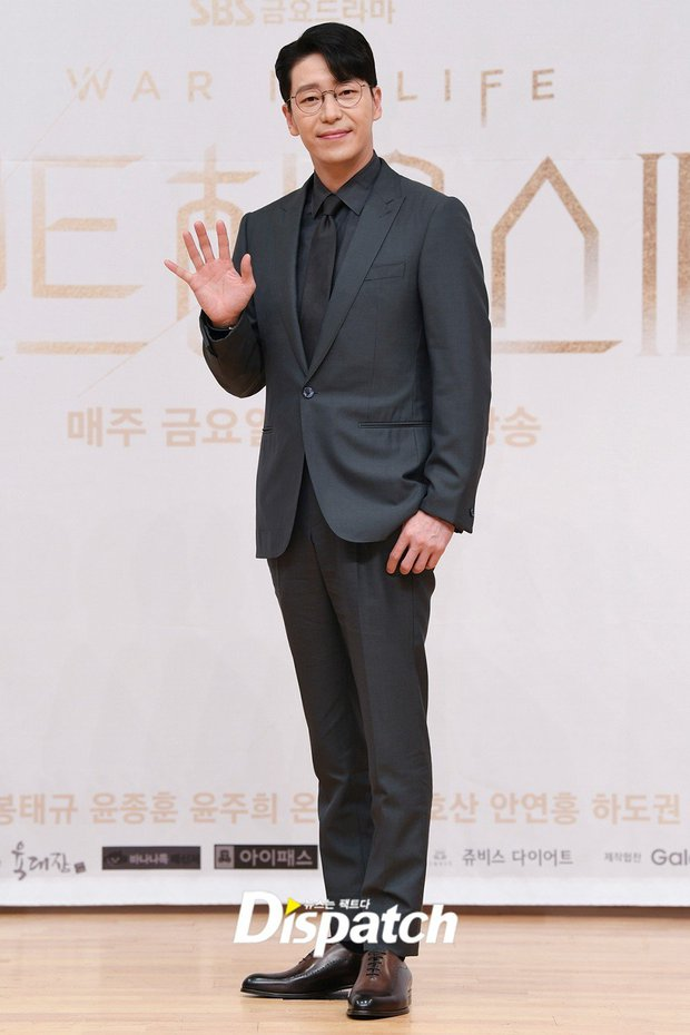 Dàn sao Penthouse 3 đổ bộ họp báo ra mắt phim: Lee Ji Ah xinh như mộng, đôi gà bông dính nhau sát rạt - Ảnh 2.