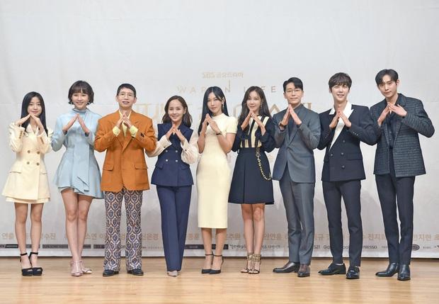 Dàn sao Penthouse 3 đổ bộ họp báo ra mắt phim: Lee Ji Ah xinh như mộng, đôi gà bông dính nhau sát rạt - Ảnh 11.