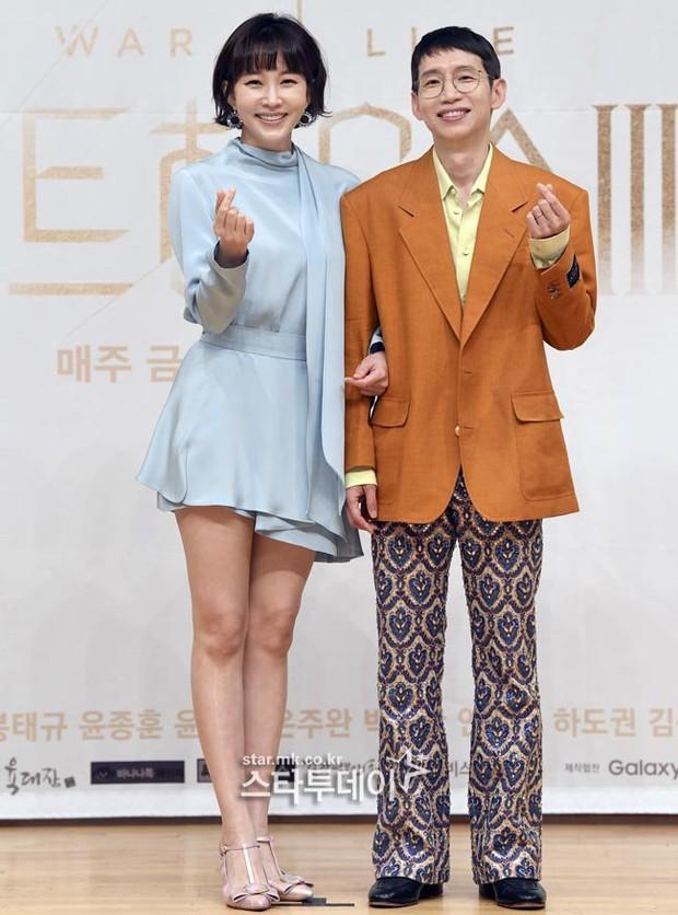 Dàn sao Penthouse 3 đổ bộ họp báo ra mắt phim: Lee Ji Ah xinh như mộng, đôi gà bông dính nhau sát rạt - Ảnh 10.