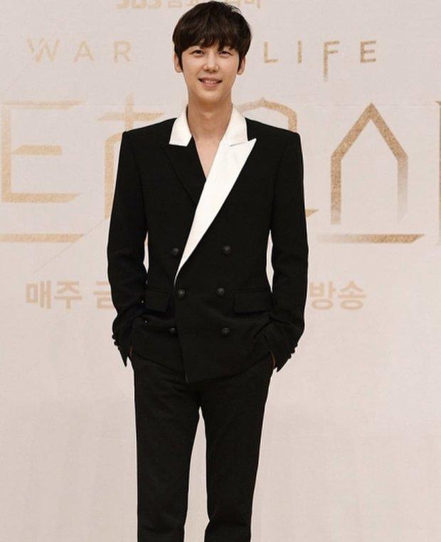 Dàn sao Penthouse 3 đổ bộ họp báo ra mắt phim: Lee Ji Ah xinh như mộng, đôi gà bông dính nhau sát rạt - Ảnh 5.