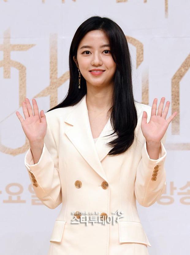 Màn đọ sắc hot nhất họp báo Penthouse 3: Ác nữ Kim So Yeon body mlem, Eugene - Lee Ji Ah tuột dốc, nhưng sao nhí mới là tâm điểm - Ảnh 12.