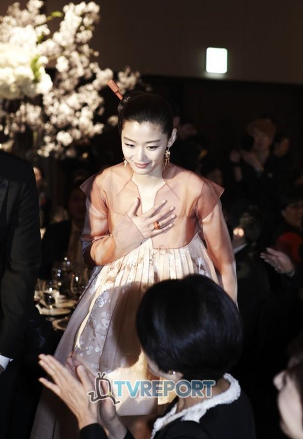 Đến mẹ chồng tài phiệt của Jeon Ji Hyun cũng tỏ thái độ trước tin đồn ly hôn, động thái nhỏ đủ gây bão Naver - Ảnh 5.