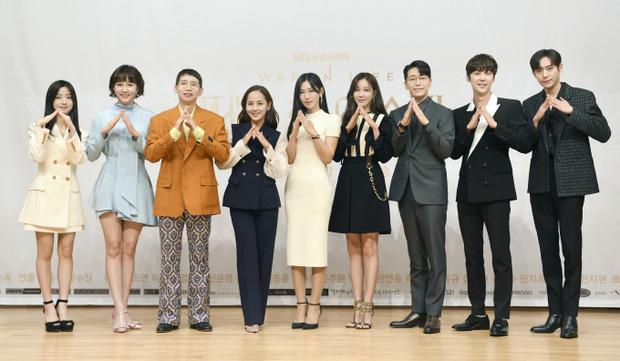 Màn đọ sắc hot nhất họp báo Penthouse 3: Ác nữ Kim So Yeon body mlem, Eugene - Lee Ji Ah tuột dốc, nhưng sao nhí mới là tâm điểm - Ảnh 21.