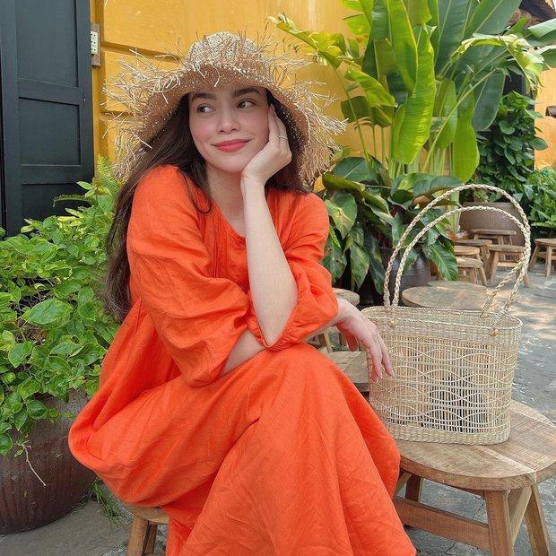 Cùng diện váy bánh bèo, sao Việt và sao Hàn chỉ cần thêm 1 thứ phụ kiện là ra ngay style khác bọt hoàn toàn - Ảnh 1.