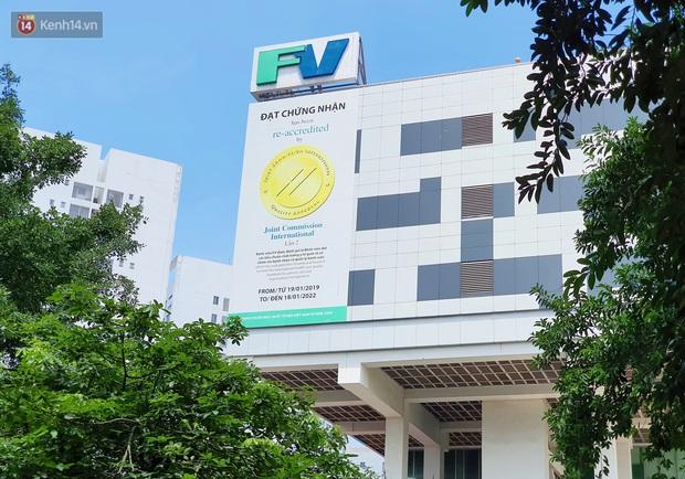 Phong tỏa một tòa nhà ở quận Bình Thạnh vì liên quan ca dương tính được phát hiện tại Bệnh viện FV - Ảnh 2.