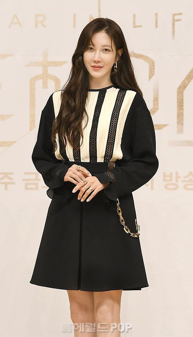 Màn đọ sắc hot nhất họp báo Penthouse 3: Ác nữ Kim So Yeon body mlem, Eugene - Lee Ji Ah tuột dốc, nhưng sao nhí mới là tâm điểm - Ảnh 9.