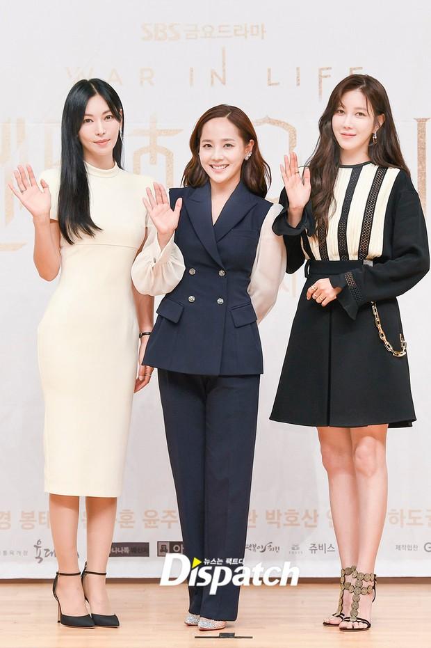 Màn đọ sắc hot nhất họp báo Penthouse 3: Ác nữ Kim So Yeon body mlem, Eugene - Lee Ji Ah tuột dốc, nhưng sao nhí mới là tâm điểm - Ảnh 16.