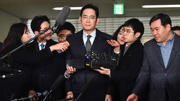 Vụ án thế kỷ của Hoàng đế và Thái tử Samsung: Cặp cha con chaebol quyền lực nhất Hàn Quốc lần lượt ngồi tù cùng vì một tội danh - Ảnh 6.
