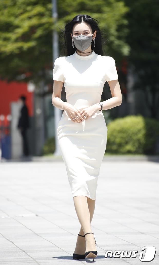 Màn đọ sắc hot nhất họp báo Penthouse 3: Ác nữ Kim So Yeon body mlem, Eugene - Lee Ji Ah tuột dốc, nhưng sao nhí mới là tâm điểm - Ảnh 4.