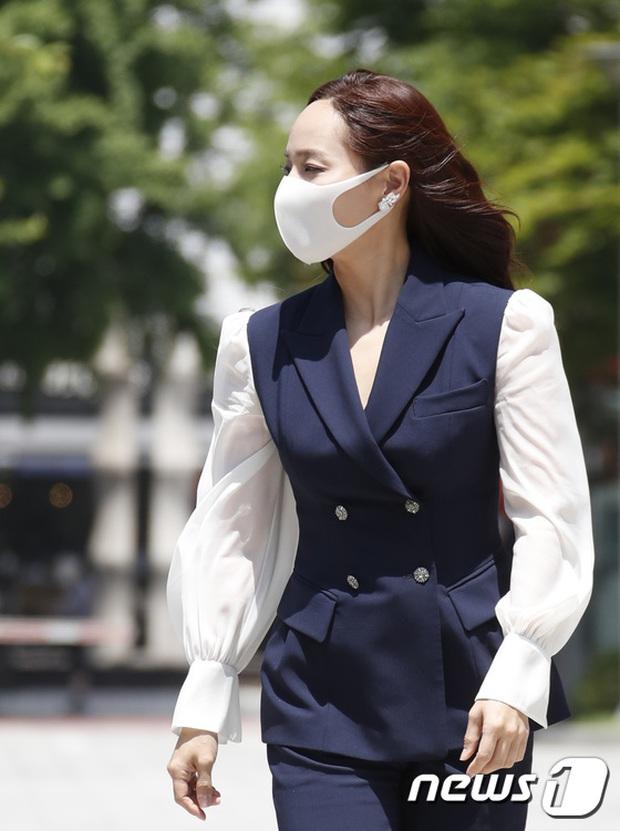 Màn đọ sắc hot nhất họp báo Penthouse 3: Ác nữ Kim So Yeon body mlem, Eugene - Lee Ji Ah tuột dốc, nhưng sao nhí mới là tâm điểm - Ảnh 8.