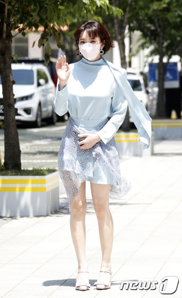 Màn đọ sắc hot nhất họp báo Penthouse 3: Ác nữ Kim So Yeon body mlem, Eugene - Lee Ji Ah tuột dốc, nhưng sao nhí mới là tâm điểm - Ảnh 15.