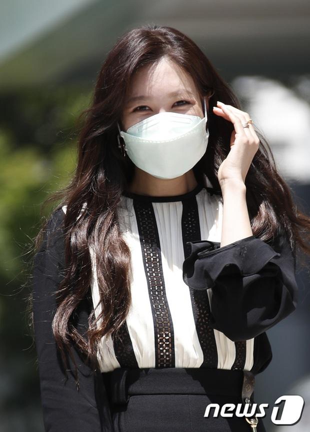 Màn đọ sắc hot nhất họp báo Penthouse 3: Ác nữ Kim So Yeon body mlem, Eugene - Lee Ji Ah tuột dốc, nhưng sao nhí mới là tâm điểm - Ảnh 11.
